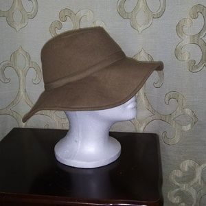 Wool ladies floppy hat. Tan